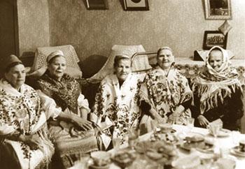 &quot;Свадебная вечерина&quot; фрагмент. фото 1979г. с.Нюхча.<br>в центре Сотникова Анастасия Григорьевна, исполнительница свадебных  песен и сказок